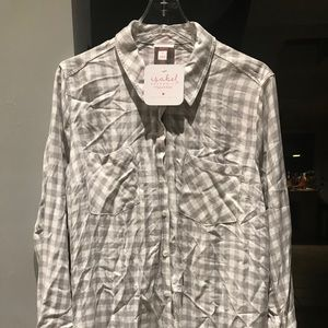 Maternity shirt with tie back